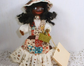 Clothespin Art Doll, Handcrafted by Artist Sue Holtwick, Potpourri Bag, Patchwork and Lace Dress, Bonnet, Standing (745-15)
