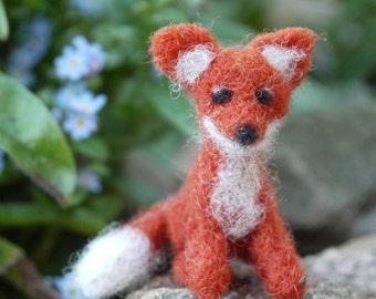Needle felted fox, miniature fox, tiny miniature fox, needle felted animal, miniature felt animal, baby felt fox, waldorf felt animal