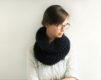 Knit Cowl // Chunky Knit Cowl // Chunky Knit Scarf // Navy Scarf