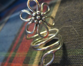Loopy Daisy Ring