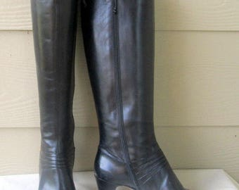 sz 7 b vintage FERRAGAMO black leather boots made in ITALY