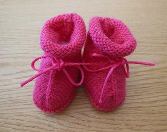 Pink baby booties / / newborn baby booties