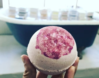 Rose Quartz Crystal Geode Bath Bomb - Rose, Jasmine, Sandalwood