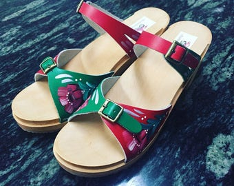 Two tone sandal with Kurbits on medium heel