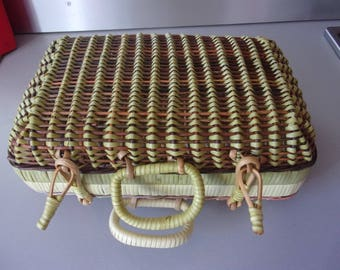 Suitcase in rattan and scoubidou