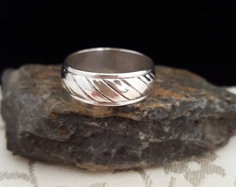Sterling .925 Silver Hand-Made (Wedding?) Band Ring -EB442