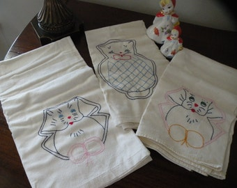 Charming 1920s Antique Dishtowels / Set of 3
