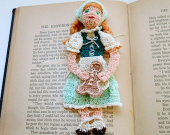 crochet bookmark pattern, thread crochet diy, shadow box art diy, Gretel and gingerbread cookie instructions, unique bookmark, home decor