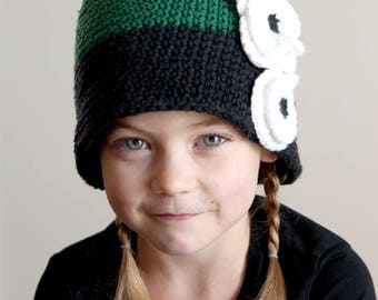 Cloche hat for girl, green and black baby girl hat, hat with flowers, crocheted baby hat, crochet baby hat