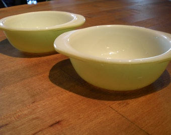 Vintage Mid Century Pair Of Pyrex Bowls - Yellow-Green