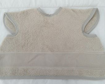 Bib covering embroidery colors: beige