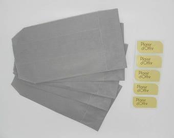 sachet kraft gris clair avec étiquette plaisir d'offrir 11 x 7 cm