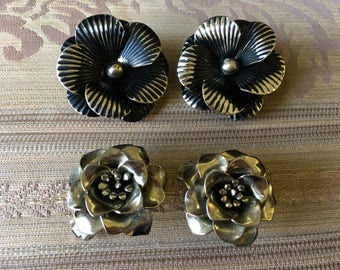 "Vintage 70's ""SILVER TONED EARRINGS"" Clip On  Flower Designs - Lot of 2"