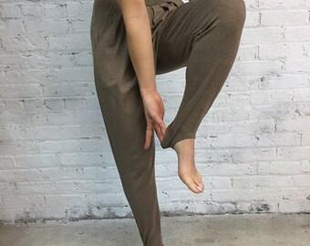 vintage 80s stirrup stretch pants / pleated sweatpants /taupe harem pants joggers
