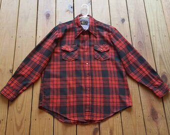 Vintage 70's 1970's men's size Large wool bland red & black plaid flannel button up long sleeve shirt with pointed collar - front pockets