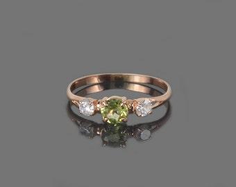 Peridot ring, Green stone ring, Peridot ring gold, Gemstone ring, Three stone ring, Birthstone ring, August birthstone