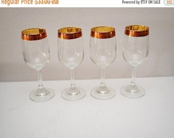 "Memorial Day Sale Wine Glass Set of 4 with 1/2"" wide Embossed Rose Gold Band and 3/4"" Scrollwork Etching with Grapes"