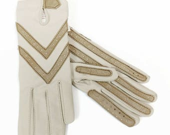 Vintage Aris Isotoner Women's Nylon Driving Gloves Beige Tan Leather Trim One Size Stretch Fit Costume Gloves