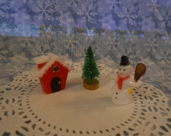 Miniatures House-Snowman-Tree - Diorama Supply -  *Special*