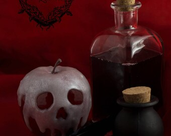 The famous Blanche Neige poisoned Apple