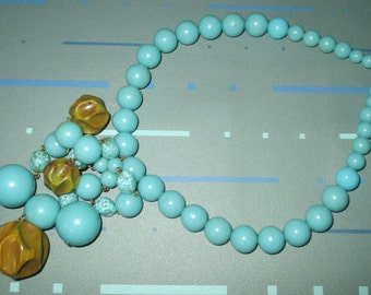 Vintage MOD 60s Green Marbled Carved Bakelite and Blue Lucite Beaded Choker Necklace