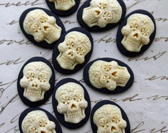 DAY of the DEAD Sugar Skull  Cameo Cabs Cabochon Day of the Dead Dia de los Muertos Skull Black Ivory 18x13mm Sugarskull 10 PIECES