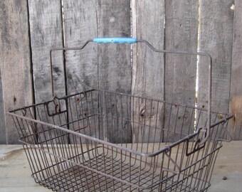 vintage wire baskett / metal basket/basket industrial/rusty metal