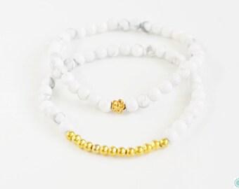 Detailed dainty Howlite bracelet set