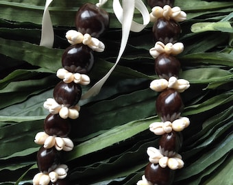 "18"" Kuikui Nut And Cowrie Shell Ring Or Rosettes Lei/Necklace Or Choker. Available In Black, Brown, White Kukui."