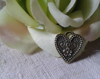 set of 5 hearts charms, crimp, bronze