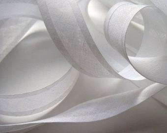 white bias binding, white bias tape, bunting tape, dressmaking bias, haberdashery supplies, UK shop, 25mm bias binding tape, 10m length
