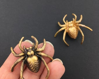 Spider Pin, Bug Pin, Spider Jewelry, Spider Jewellery, Spider Brooch, Gothic Jewelry, Halloween Brooch, Halloween Pin, Insect Pin