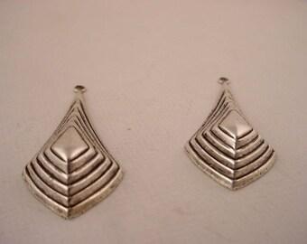 4 silver  ox art deco raised terraced cascade diamond shaped charms 37mm