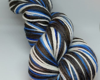 Self striping blue black worsted weight sock yarn // hand dyed 100% wool DK sock yarn // knitters gift idea wool