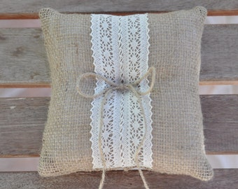 Burlap ring pillow Burlap Ring Bearer Pillow with Ivory Cotton trim Ring cushion Woodland / Rustic / Cottage style Weddings