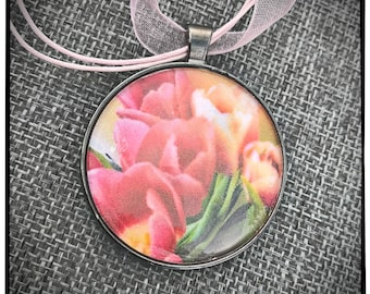 Tulip Photo Pendant with Pink ribbon
