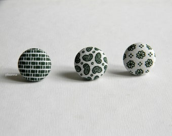 Green lapel button. Round lapel pin. Office wear. Buttonhole. Paisley, geometric boutonniere. Cotton lapel pin. Made in Italy.  Small pin.
