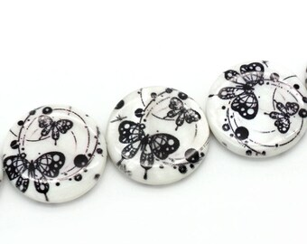 3 x Pearl natural shell round 25 mm with black butterflies.