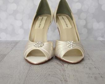 Ivory Wedding Shoes, Simple Wedding Shoes, Wedding Shoes Ivory, Ivory Bridal Shoe, Peep Toes, Ivory Peep Toes, Wedding Shoes, Ivory Wedding