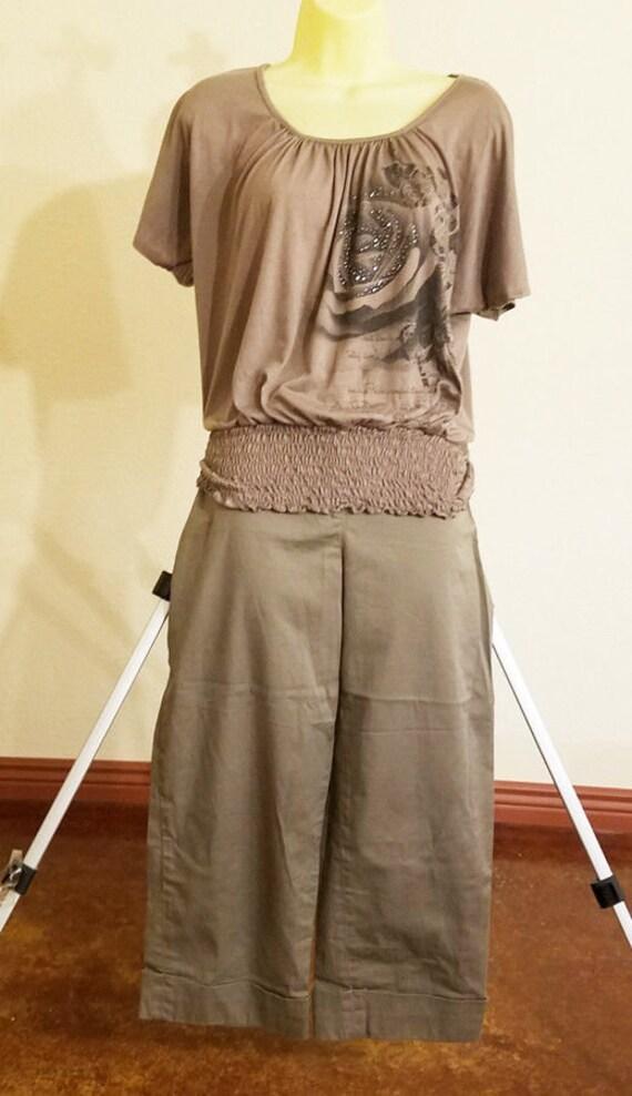 womens clothes lot Rafaella gray capris short pants peasant rose top size 10 M LG 2 womens blouse