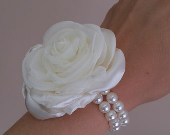 Wedding Wrist Corsage-Rose Wrist Corsage bridesmaid-Ivory Flower Corsage Bracelet-Bride Bridesmaid Mother of the Bride Corsage-Prom Corsage