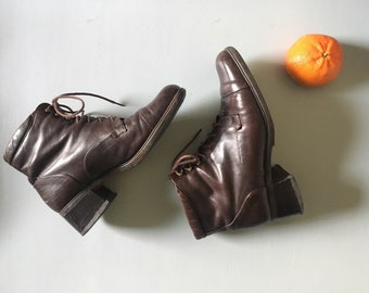 Block heal chocolate brown leather lace up ankle boots UK 5 - 5.5 vintage, 90s era.
