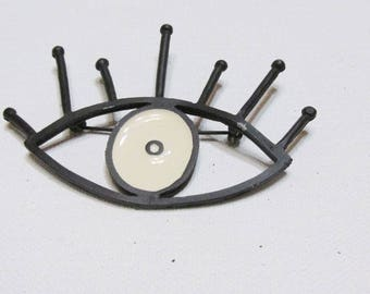 vintage eye and eyelashes brooch pin