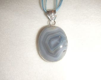Oval Blue-Gray Agate pendant necklace (P398)