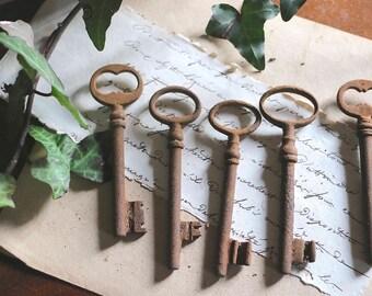 "5 old  french rusty keys : 3,6"" long"