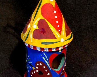 New - MINI HEARTS BIRDHOUSE