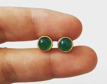 Green onyx stud earrings, gold green studs,dainty studs,round green studs,gift for her, gift under 50,summer earrings,emerald earrings