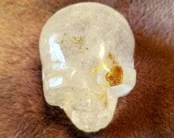 Grand cristal naturel de Quartz clair Calcite sculpté à la main tête de mort 128g