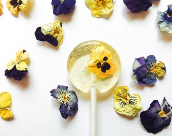 Pansy Flower Lollipops // Edible Flowers Lollipops // Summer Weddings // Spring Flower Lollipops // Fall Wedding Favor //  12 count