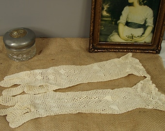 Pair of Vintage Ladies Lace Evening Gloves Mid Length Cream/Off White